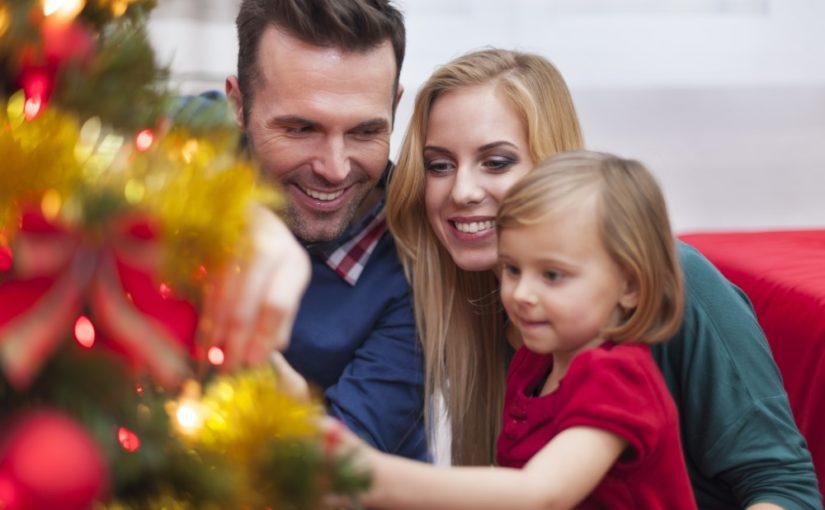 En juletradition i mange danske hjem: Pyntning af juletræet